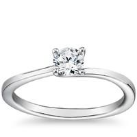 0.50克拉圆形切割钻石+ 小巧扭纹四爪单石戒托