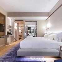 上海阿纳迪酒店至尊和悦房1晚(含早+1000元消费额度+高尔夫体验券)