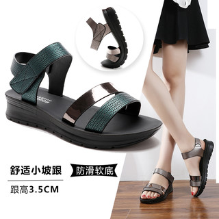 妈妈凉鞋夏季2021新款软底中年舒适平底老人中老年人女鞋防滑