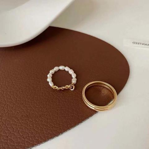 HU LI LAN 湖丽兰 小众设计珍珠链条素圈戒指两件套装女简约百搭气质指环冷淡风 珍珠戒指 一套 均码