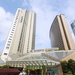 可拆分,周末/节假日通用!上海扬子江丽笙精选酒店 精选豪华大床房2晚(含早餐)