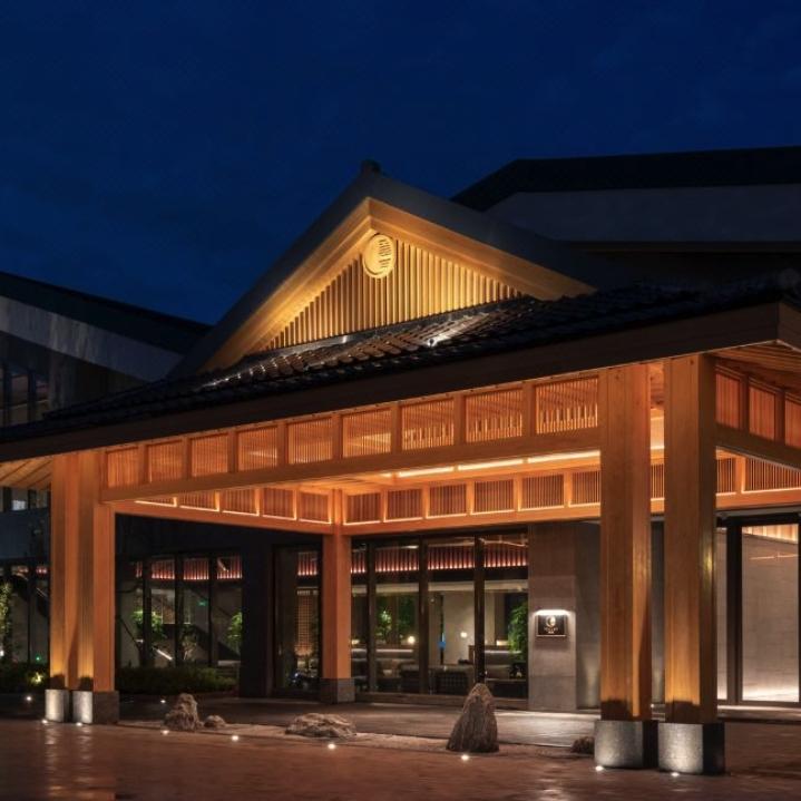 上海极乐汤百万石温泉酒店   日式雅致双床房1晚(含早+温泉馆门票2份)