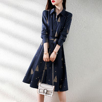 XWI 2021秋经典百搭气质洋气显瘦时尚收腰图案印花新款连衣裙女式