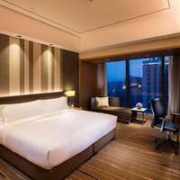 周末不涨价!南坪商圈!重庆嘉发希尔顿逸林酒店豪华客房两晚含双早+双人火锅套餐
