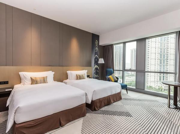 周末不加价!广州保利悦雅酒店 高级房1晚(含双人自助早餐+红酒1瓶)部分时段不可用