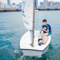 帆船小水手集结号!青岛帆船夏令营7天游,一起去感受风和帆的对抗,浪和船的律动!